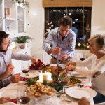 Weihnachtsessen mit der Familie und einer Gans